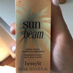 Sun beam by benefit